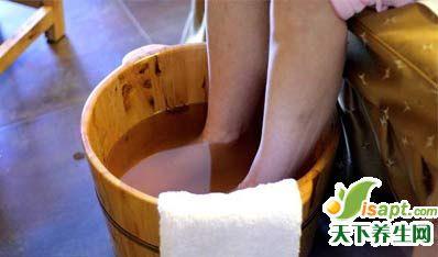中老年足跟痛试试石蜡疗法